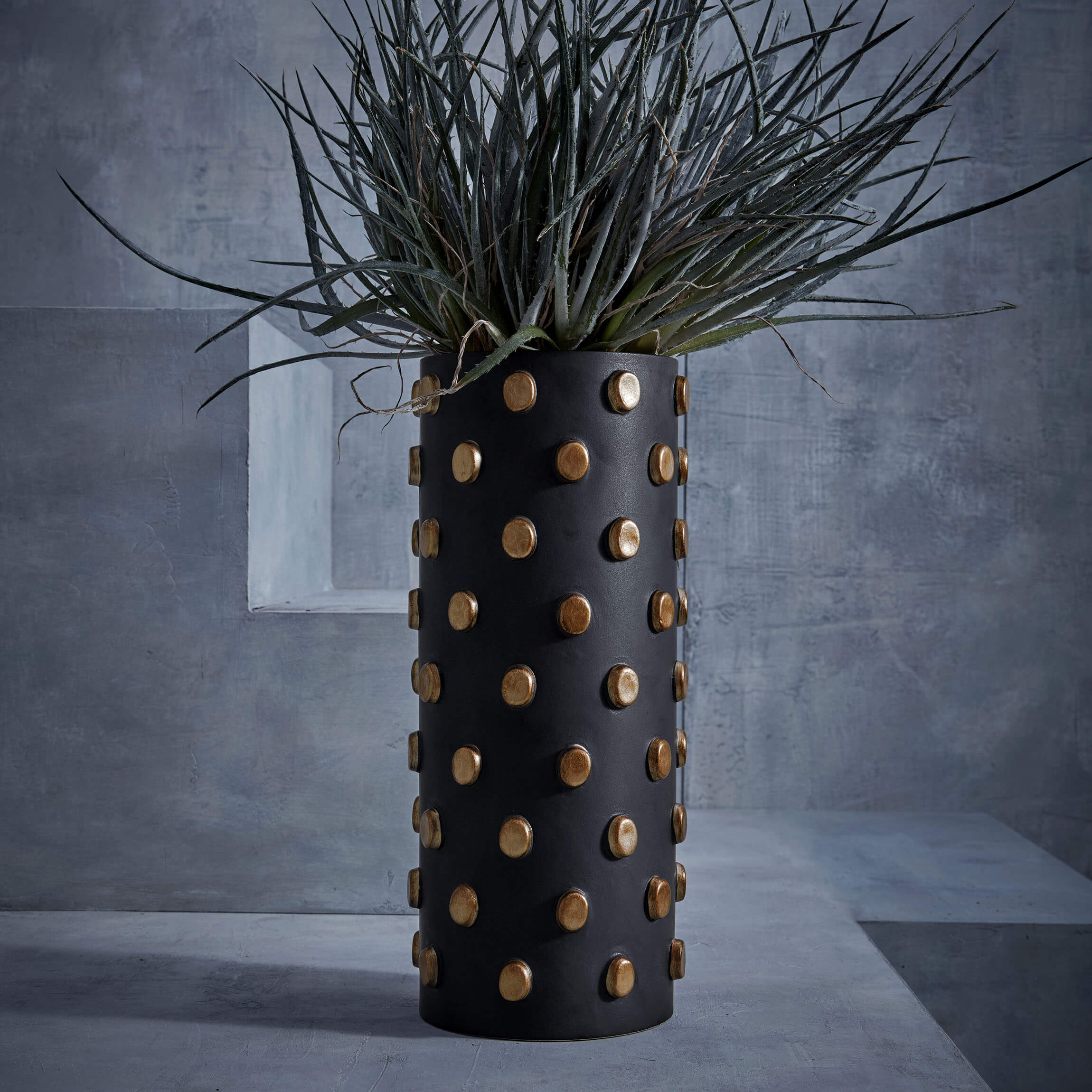 Teo Large Vase in Black and Gold