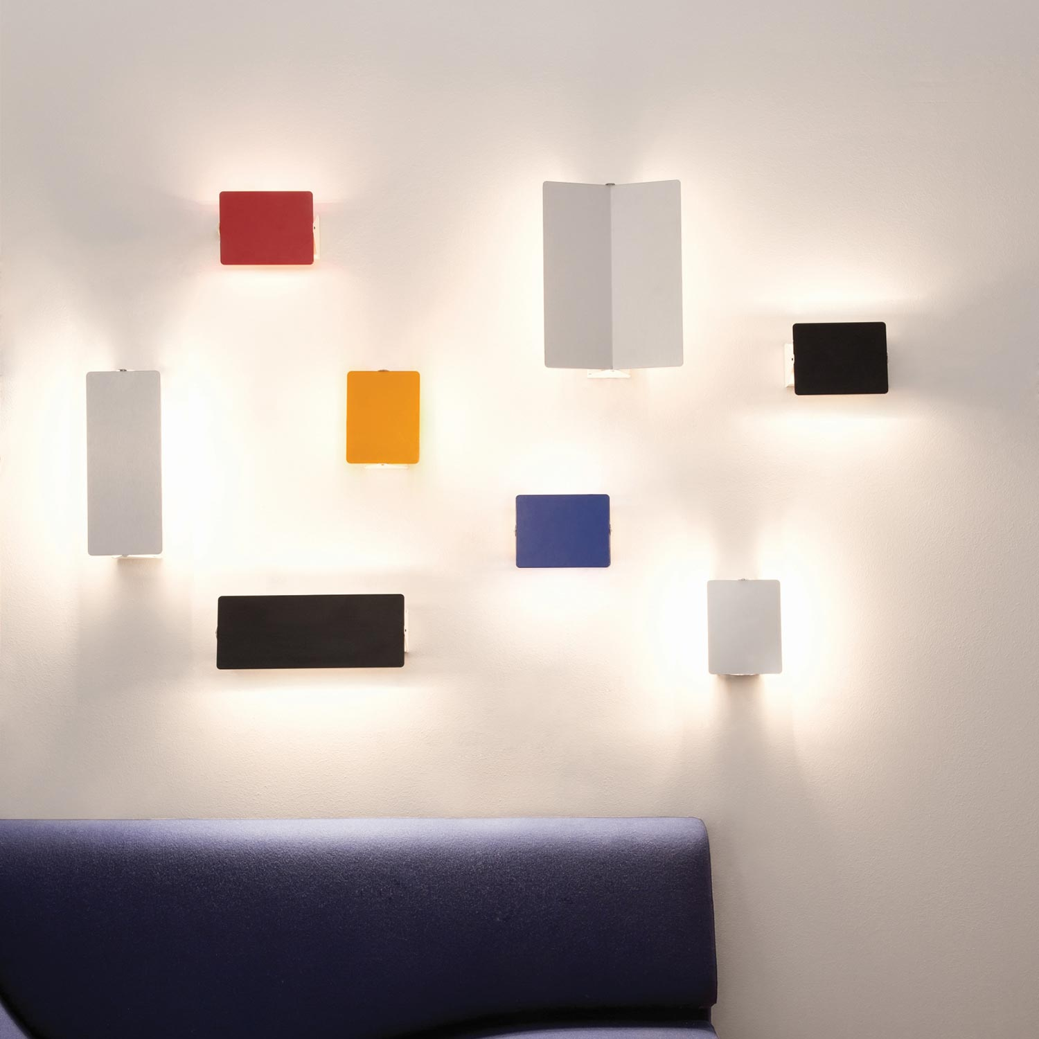 Wall Lamp – Applique à volant pivotant double by Charlotte Perriand