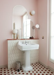 Romantic interior pieces for Valentine's Day at home