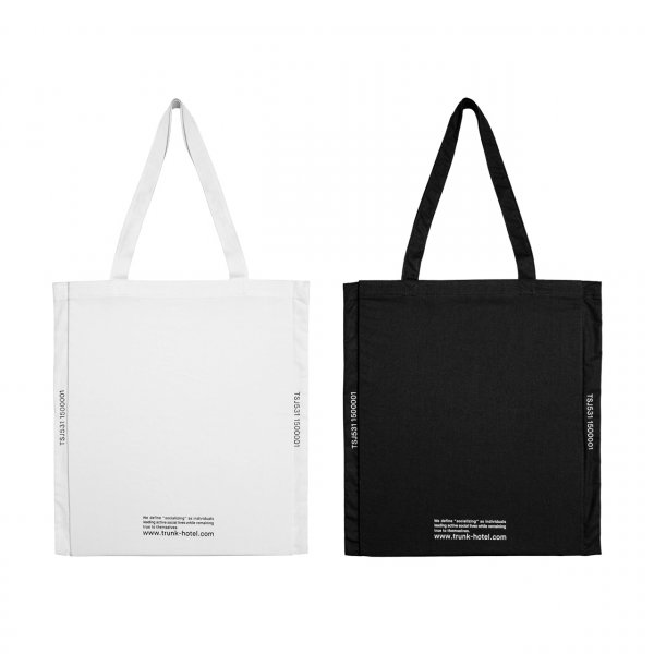 Pocketable Tote Bag Socializing