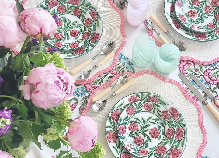 Pink Scalloped Round Placemat