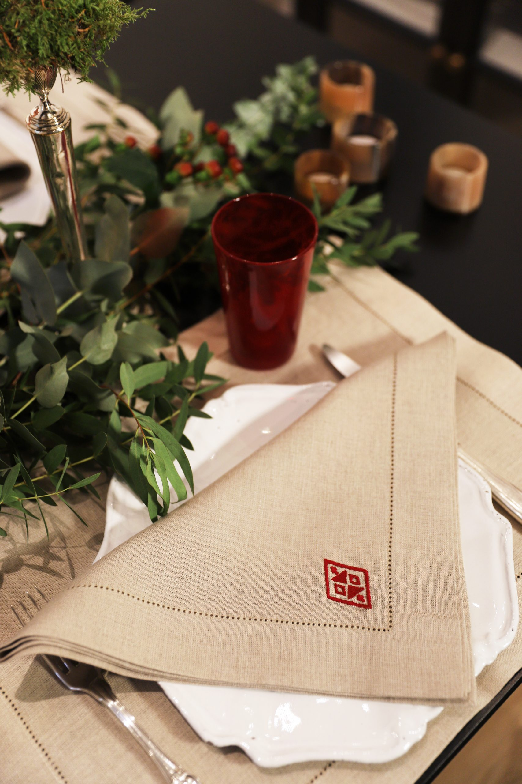 Pampa Linen Dining Set for 4 – Red